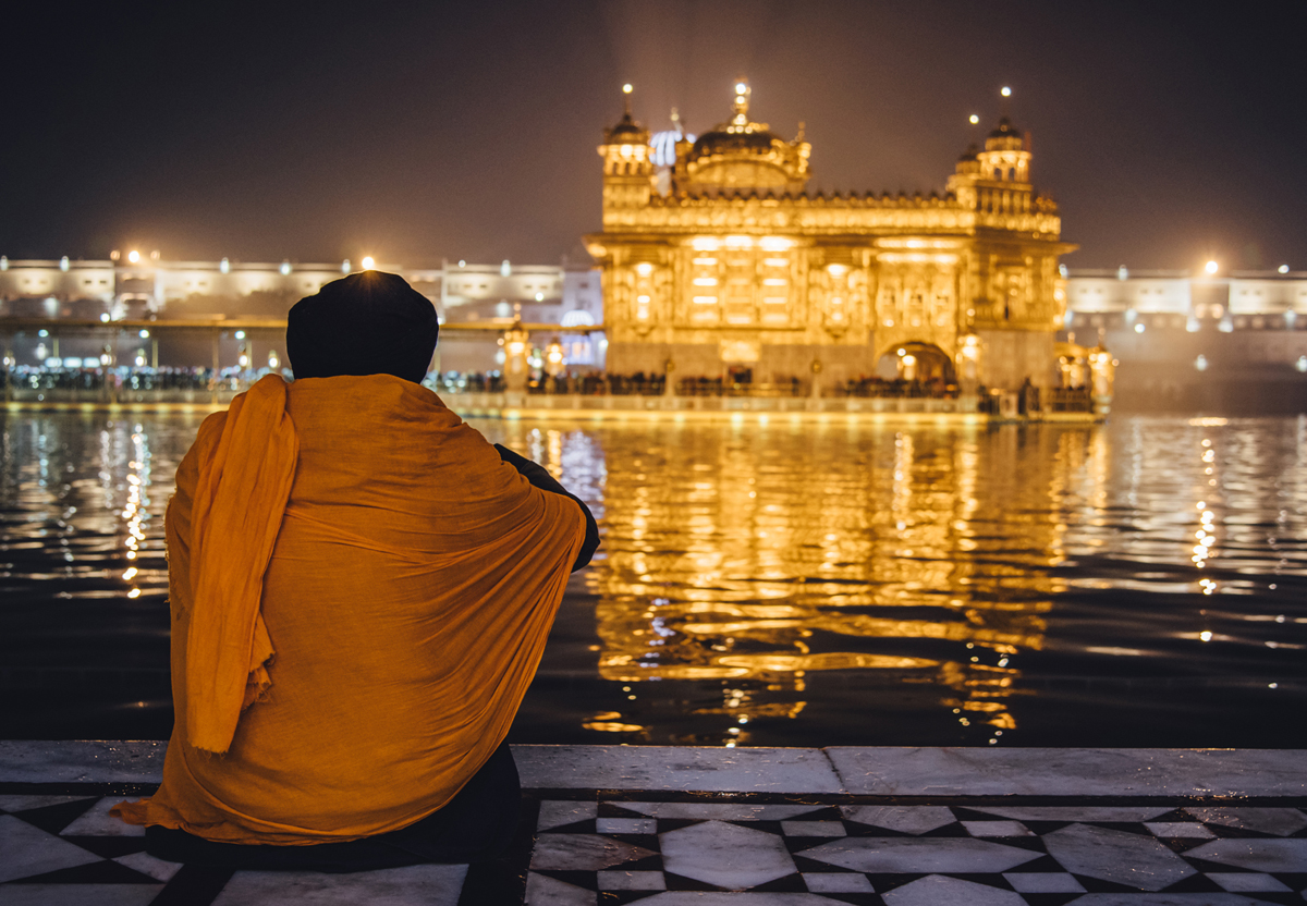As the heart grows fonder.  Location : Golden Temple, Amritsar