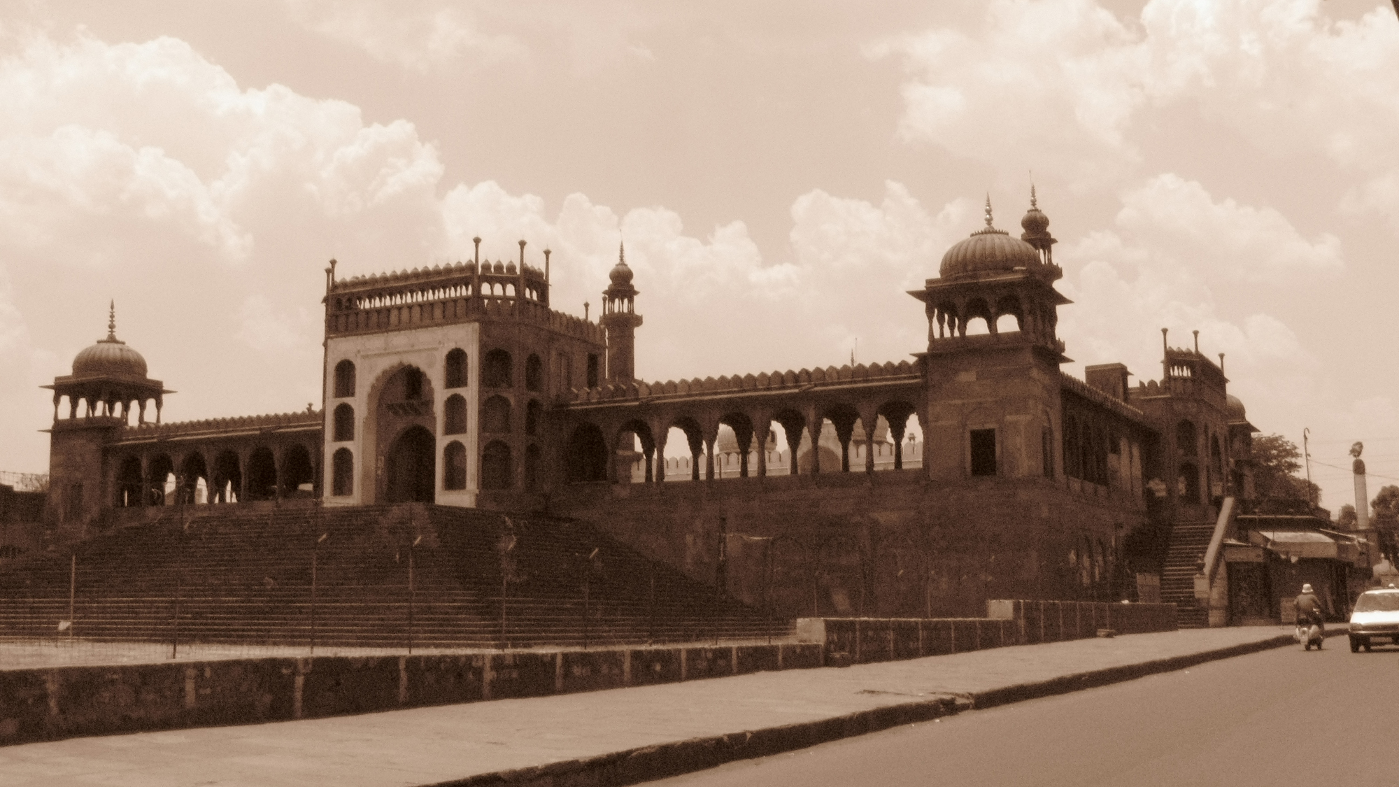 One of the oldest monuments in Bhopal, Moti Masjid stands in the middle of the city amidst the city chaos. Everyday while going to school I used to see this masjid. Once I saw it through my lense, it was then I could understand the extraordinariness and beauty of this monument