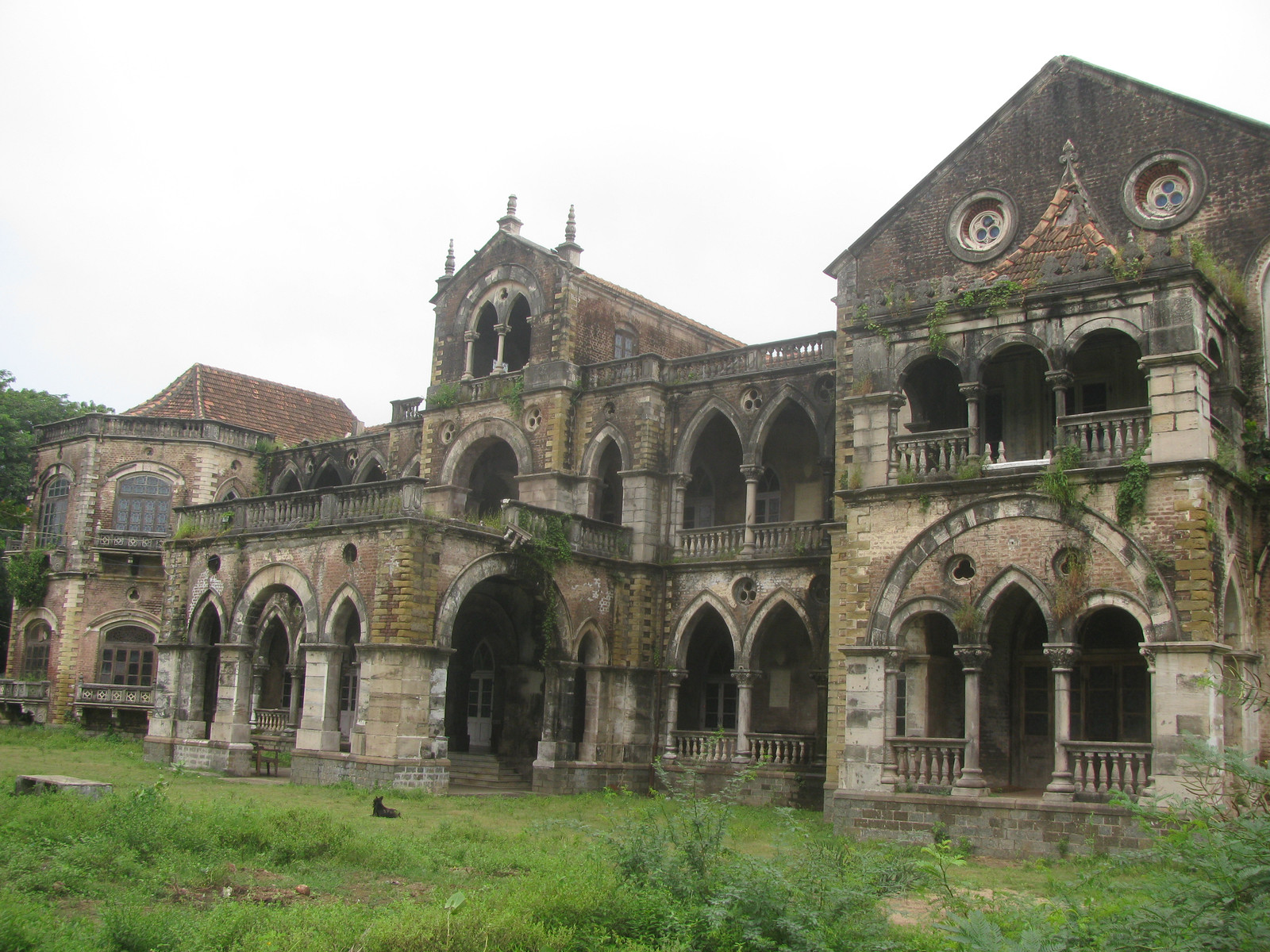 Old Nawab of Surat Haveli situated in Dumas 10 km from surat.