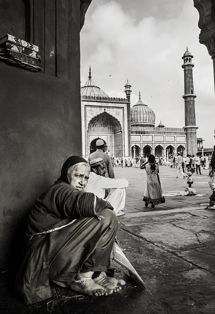This photograph creats the nostalgic view of the Jama Masjid.
