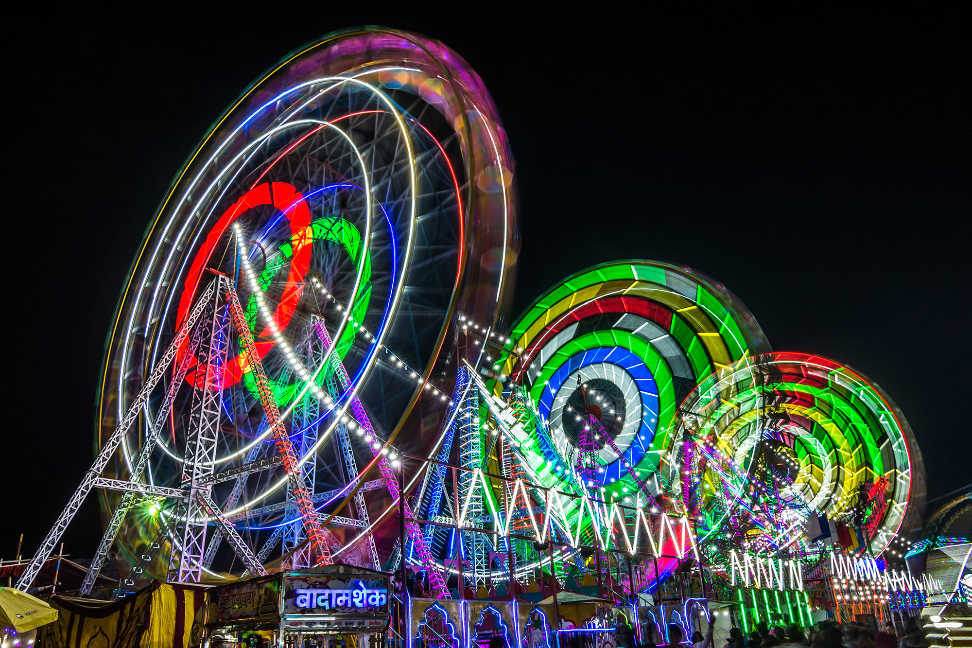All the fun of the Pushkar fair, Let the spinning wheels fly.