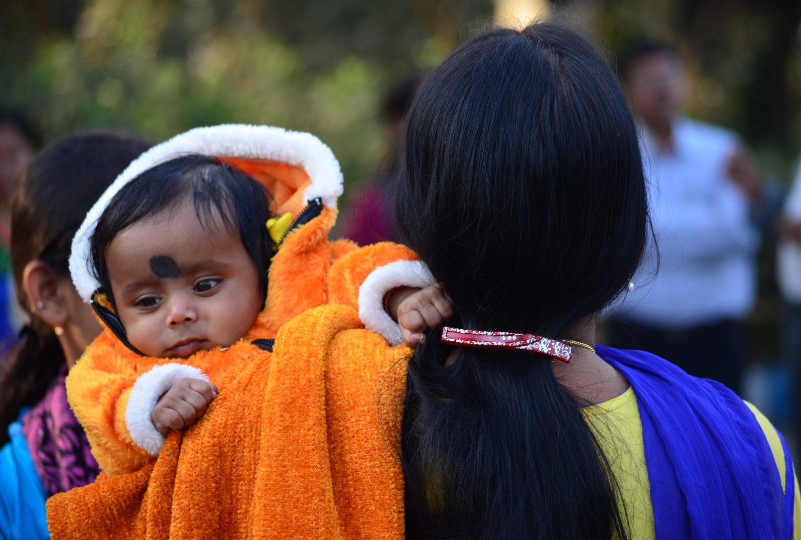 In every winter citizens of Kolkata gather at Kolkata Maidan along with their children. So one fine afternoon I have taken this candid moment of the child.
