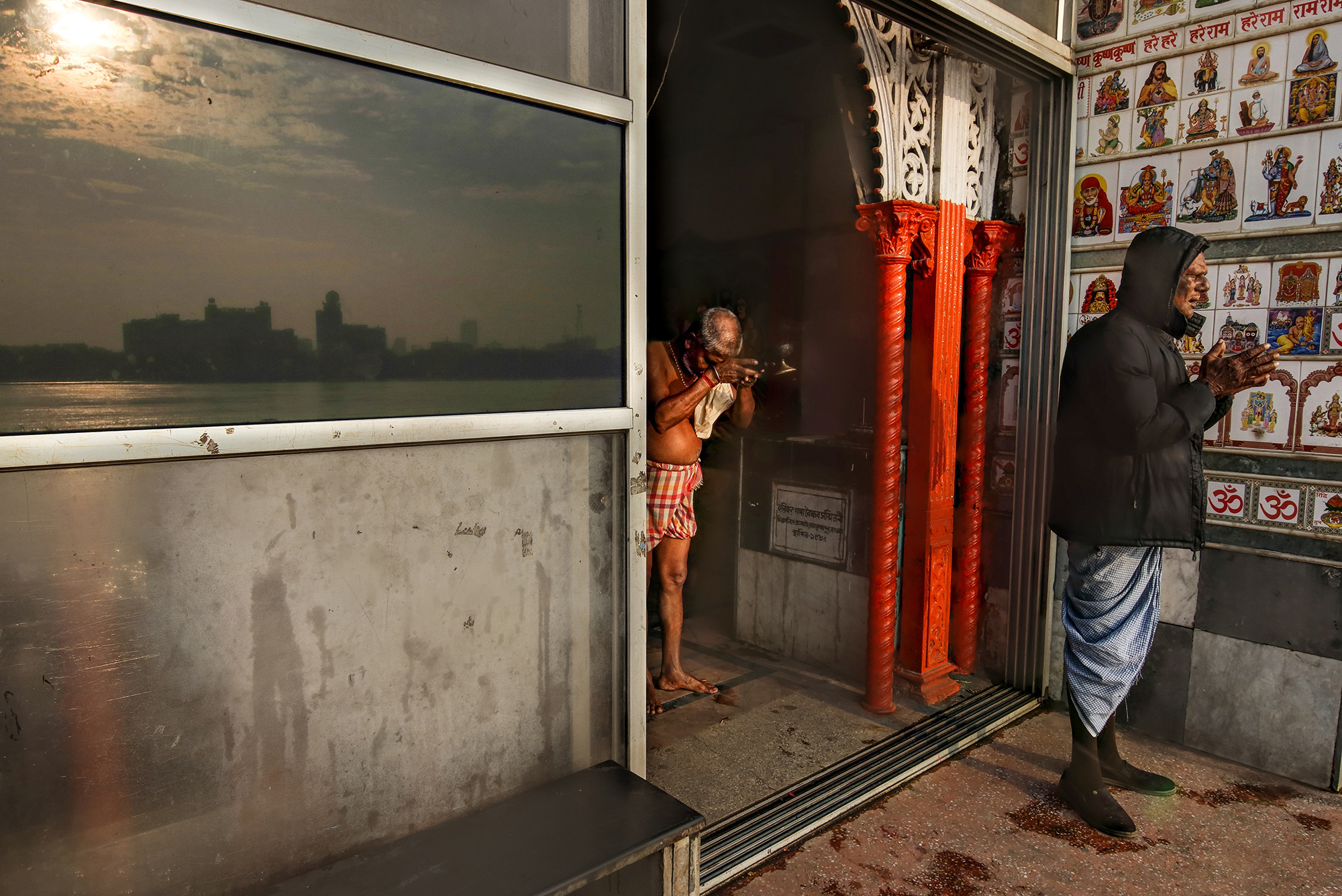 The first sunrise of 2018 was like this from Bengal.This is a ritual, people of this city do every day.This is also an affection for our city. We don't need a particular day or purpose for showing gratitude to the rising sun.  In this shot, I tried to catch the city and rising sun through the mirror and people towards it.