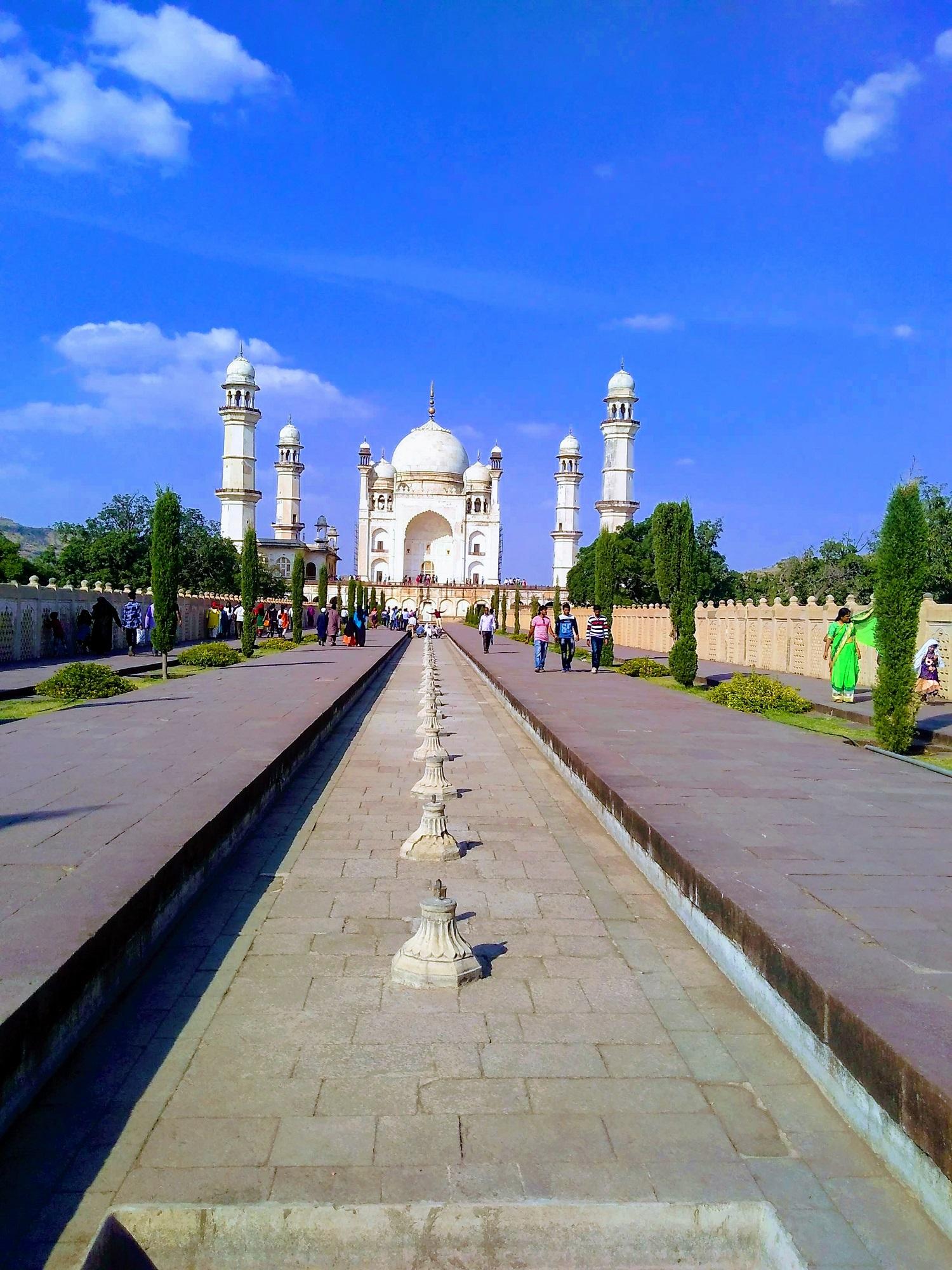 This is not the photo of Taj Mahal its actually Bibi ka Maqbara that's in Aurangabad, Maharashtra