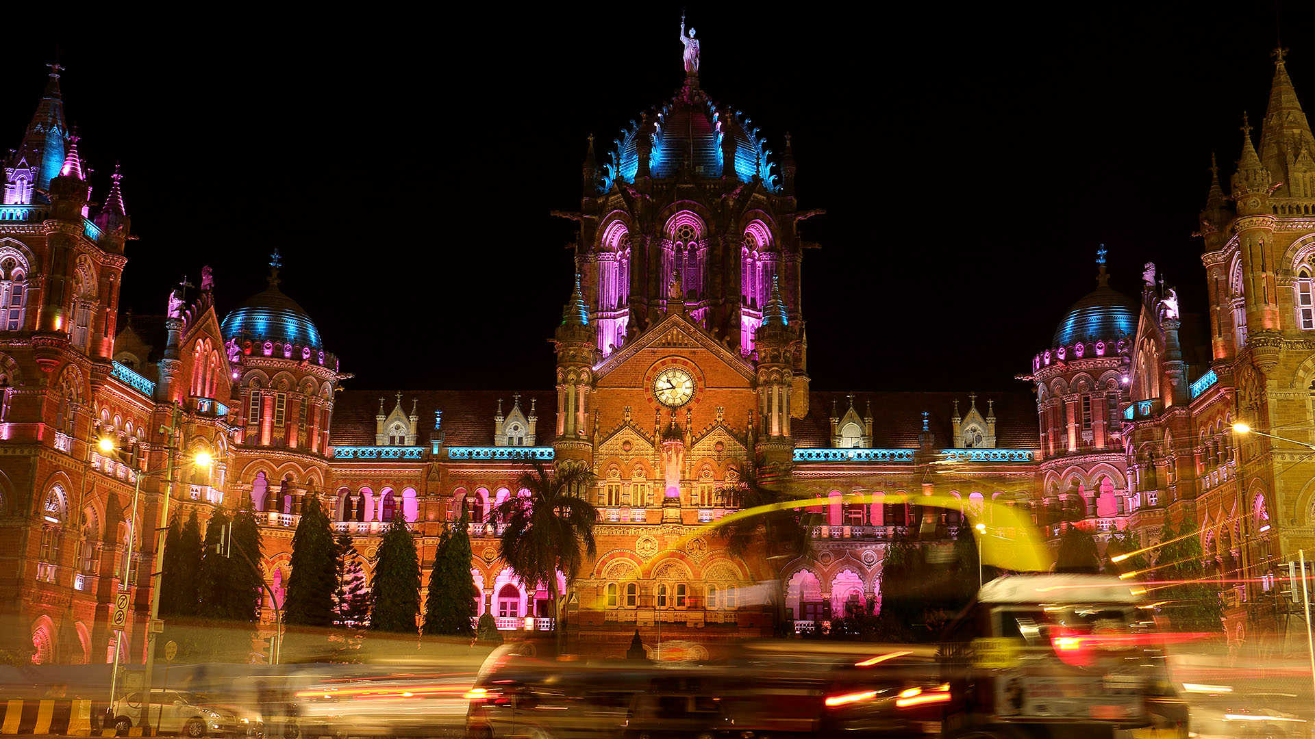 A brightly lit Chhatrapati Shivaji Railway Station popularly called as the Victoria Terminus is the perfect gateway to a million people who come to Mumbai everyday with dreams in their eyes and hope in their heart of a richer, better, busier, brighter... glitzier future.