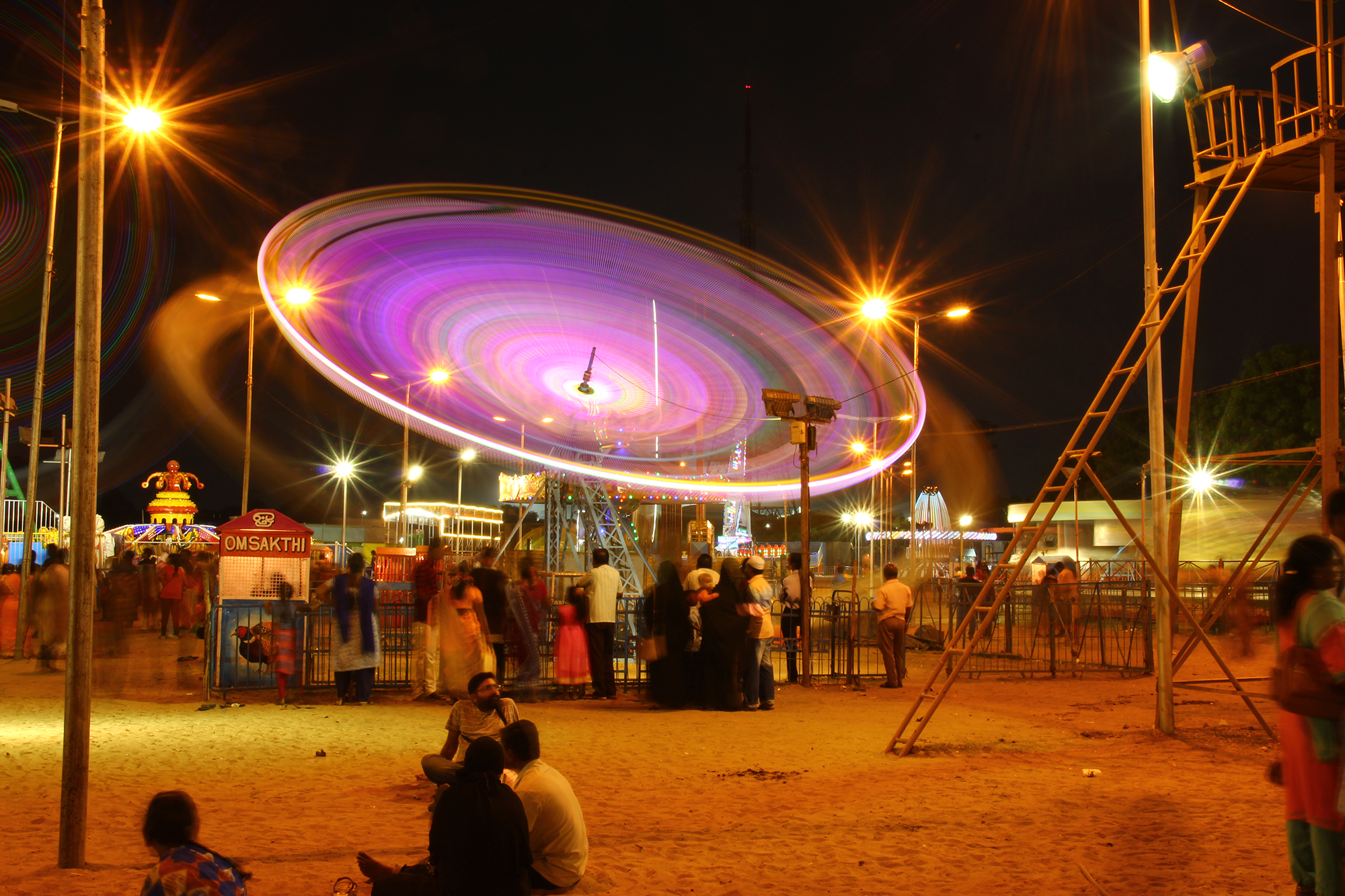 People having fun with the gaint wheels  at  Island Grounds Chennai .