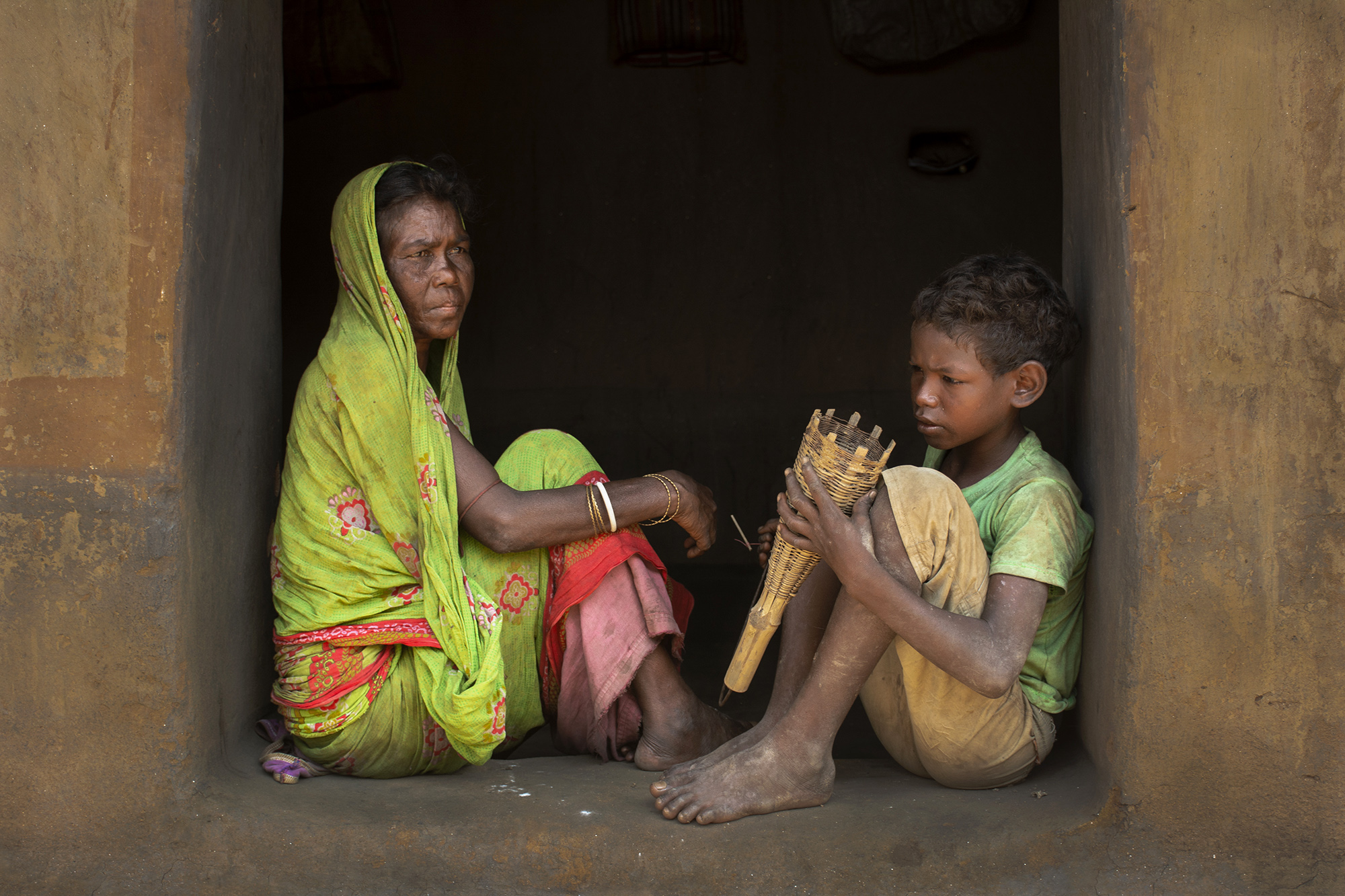 This is a shabar family at Purulia.They are rat catcher.The boy learn with rat catching weapons from his mother.