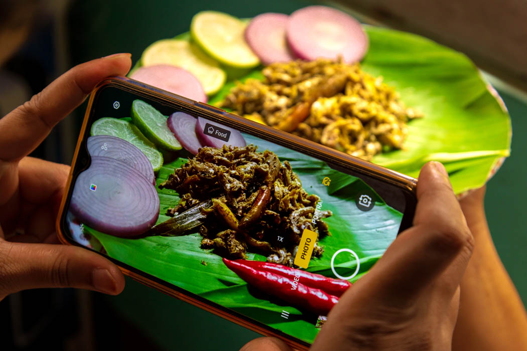 Posting food photography on social media has become a trend these days among the homemakers and while coming through such an incident, I couldn't resist myself from capturing the moment.