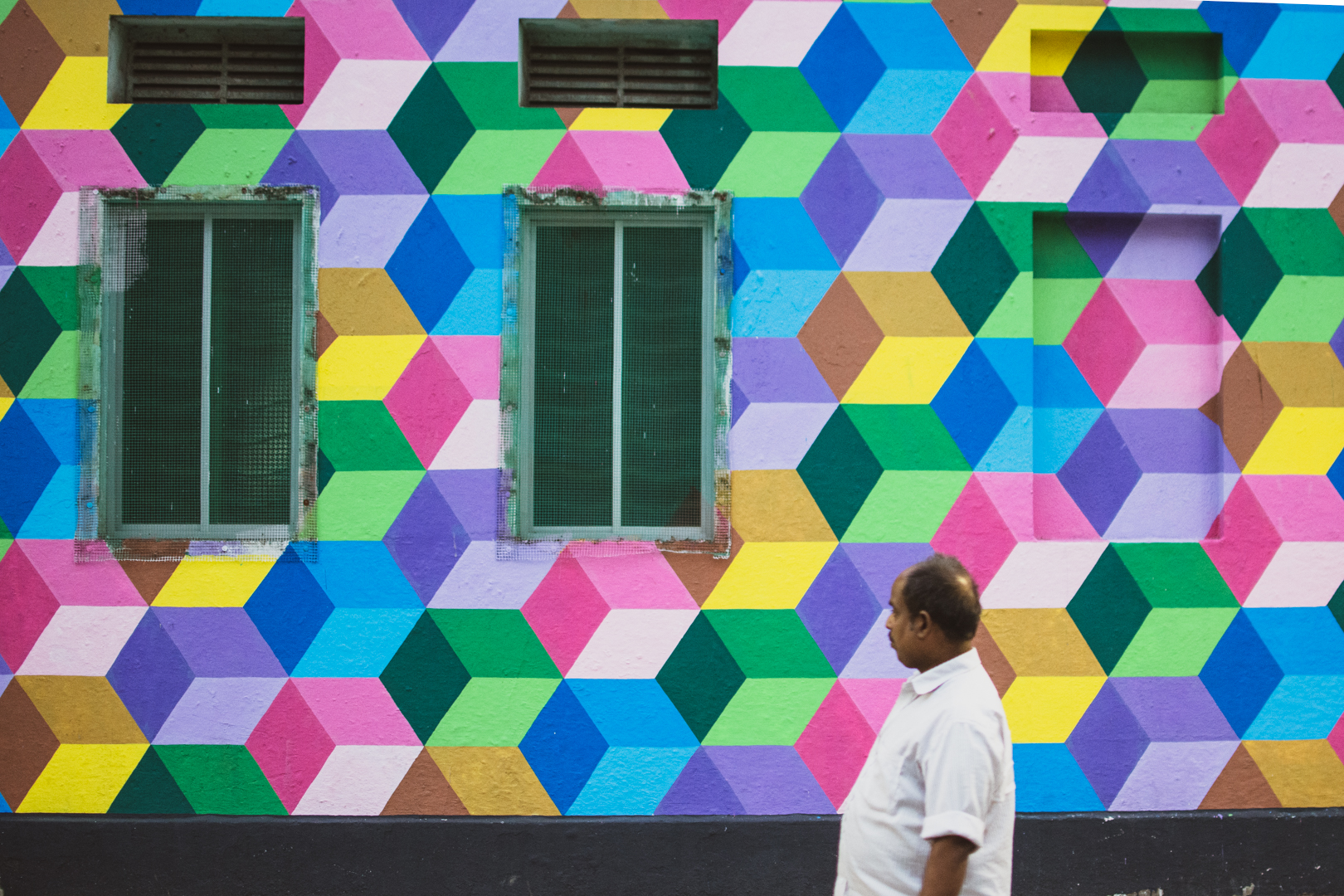 Pondy Bazar   Chennai A new  initiative to make the street more lively, empty walls have patterns and paints across the streets of Chennai