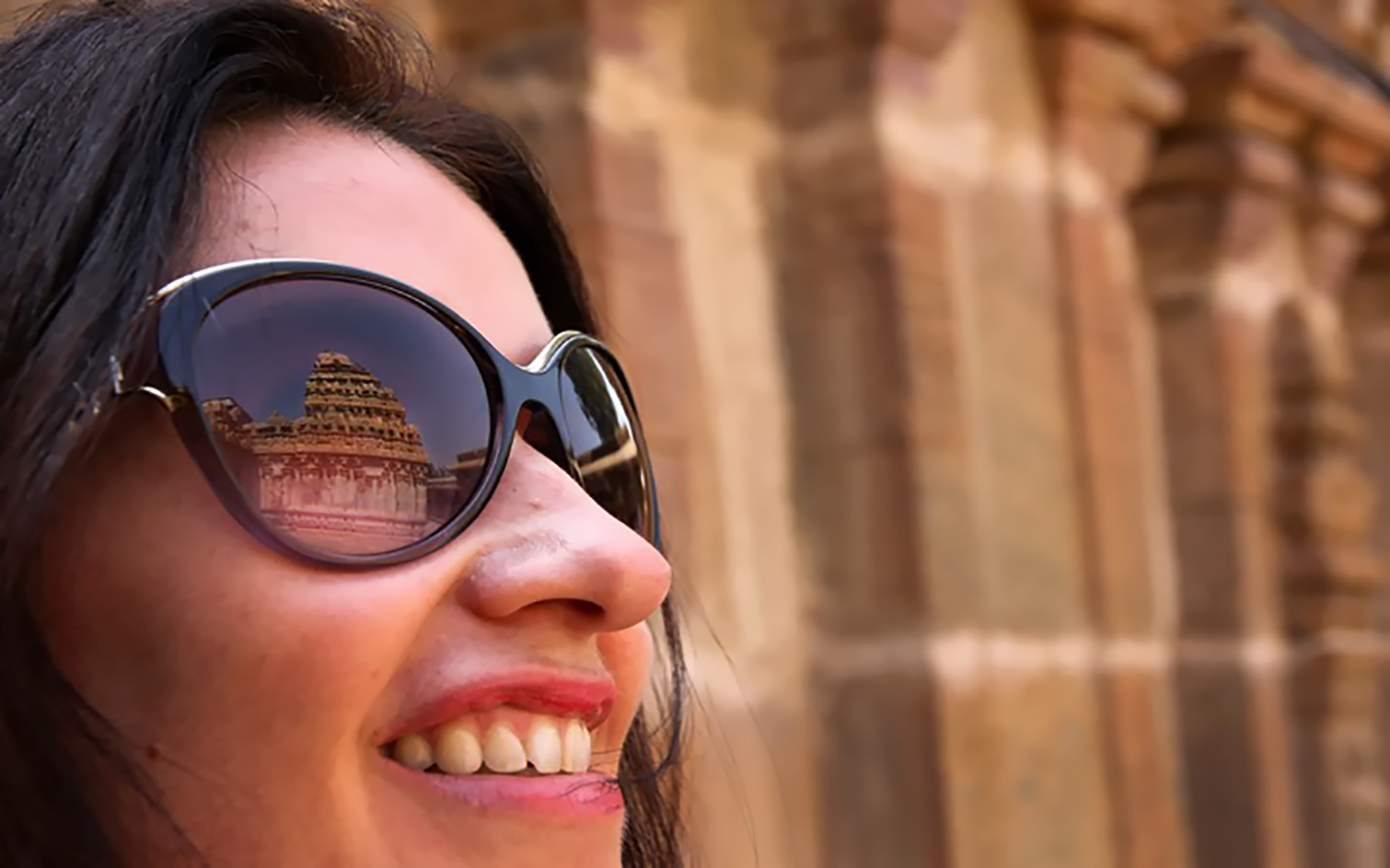 Glorious temple of Bhoganandeeshwara reflected in the eye of an admirer