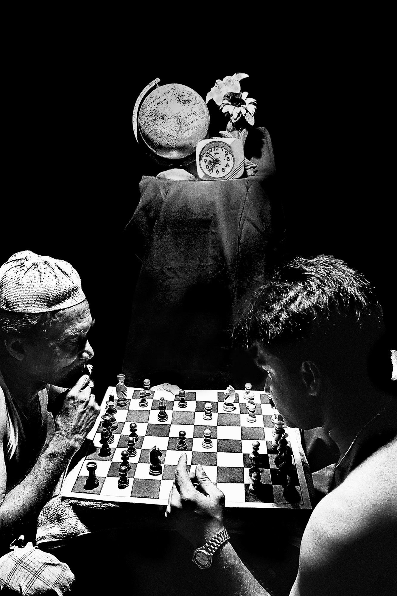 Father and son usually time passed play in this chess.