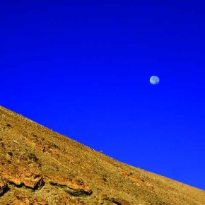 The ridges of the mountain slope and the smooth circular shape of the moon are made evident due to the outline provided by the deep blue sky. Photograph/Sindhur Reddy