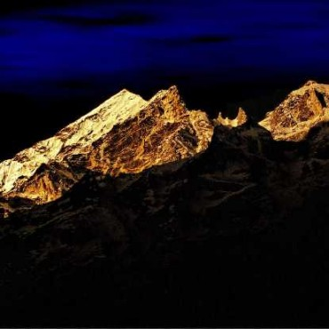 The deep blue of the sky in the background, contrasts perfectly with the bright hues of the mountains. Photograph/Tuhin Kanti Das