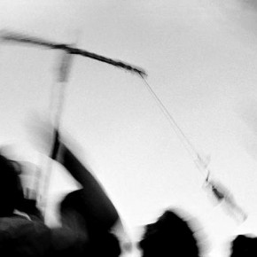 The image signifi es the passage of time as well as the emotions of a crowd watching a performer in Kolkata.Photograph/Nilanjan Ray