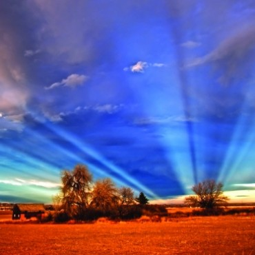When the conditions are perfect, we can see spectacular rays of light projecting away from the setting sun. Photograph/David Evenson