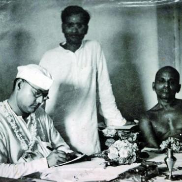 After Ghosh met Subhash Chandra Bose in Puri, Orissa, he went on to shoot him a lot more. Shown here are Netaji and the then Shankaracharya of Puri. Photograph/ Manoranjan Ghosh