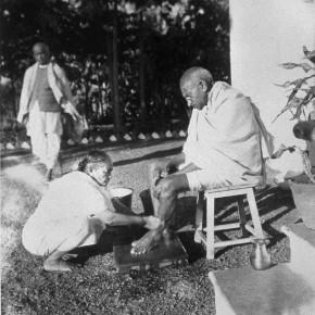 A picture of Gandhiji, the image belongs to the series 'Kanu's Gandhi'. Photograph/Kanu Gandhi
