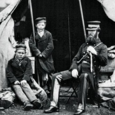 Fenton's wartime photographs make an otherwise chaotic and bloody battle seem distinguished. Photographer/ Roger Fenton