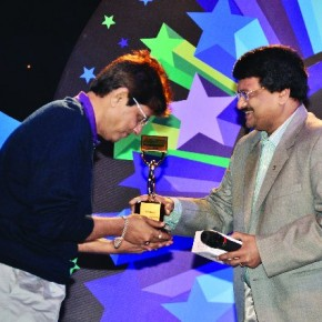 Debashis Mukherjee receives the runner up trophy from photographer C R Satyanarayana.