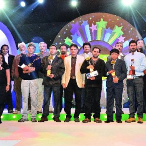The six theme winners of Fun Frames 2011 pose with their trophies along with eminent photographers and representatives from Club Mahindra and Olympus India.