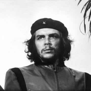 The uncropped version of Che Guevara's iconic photograph. Photograph/Alberto Korda; Image Source: Wikimedia Commons