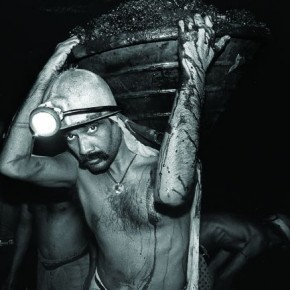 Lakhan Tanti, a loader, was carrying a basket of coal to fill a rake. Environmental portraits always play a vital role in building up a documentary photo essay. It gives character to the work and can well-establish the relation between the subject and the issue. Photgraph/ Arindam Mukherjee