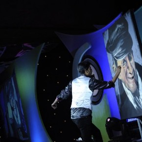 In a enthralling performance, Vilas Nayak paints the legendary Dev Anand for the audience.