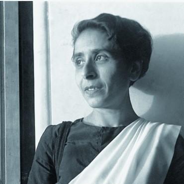 Homai with her Speedgraphix camera. Image Courtesy: Homai Vyarawalla Archive/Alkazi Collection of Photography