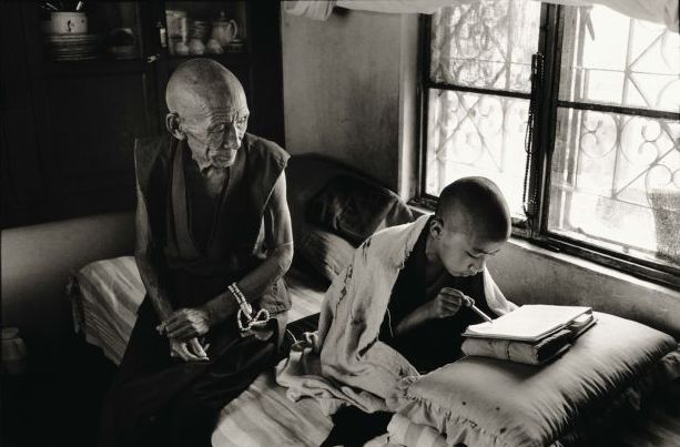 Gen Pagdo teaching Lama Chunchun to read. Photograph/Nicholas Vreeland/Tasveer Arts