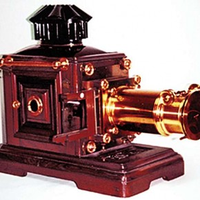 Single Lantern Projector: This slide projector from the 1890s would project slides that were handpainted on B&W positives. Source/www.antiquesjournal.com