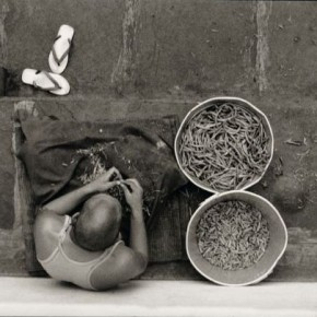 Preparing string beans for dinner. Photograph/Nicholas Vreeland/ Tasveer Arts