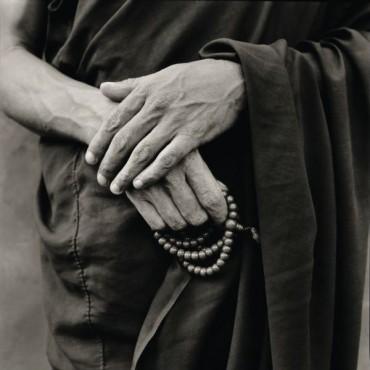 Rato monk holding his rosary. Photograph/ Nicholas Vreeland / Tasveer Arts