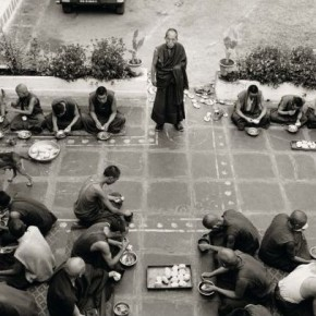 Rato monks dining. Photograph/Nicholas Vreeland/ Tasveer Arts
