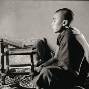 Young Rato monk memorizing. Photograph/Nicholas Vreeland/ Tasveer Arts