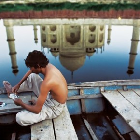 Playing cards, Agra, India, 1999. Photograph/Steve McCurry