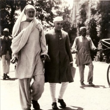 Khan Abdul Ghaffar Khan and Jawaharlal Nehru walk to a Congress meeting, while Sardar Patel is pulled alongside in a rickshaw. Roy's access provided him with ample opportunities for informal photographs. Photograph/Kullwant Roy