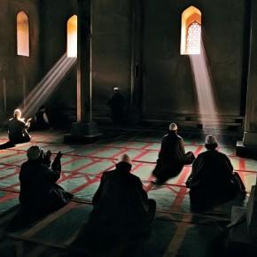 Men praying in an Islamic-Sufi mosque in ancient Srinagar, Kashmir, 1998. Photograph/Steve McCurry