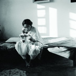 Rati reading Thought, Old Delhi, c.1958. Photograph/Richard Bartholomew