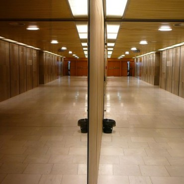 A capture of this mirror along a lengthy corridor creates an illusion of space. Photograph/Safrane.
