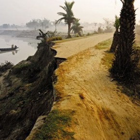 Agrodeep, Ganga riverside, early winter morning, West Bengal Photograph/Soumitra Datta