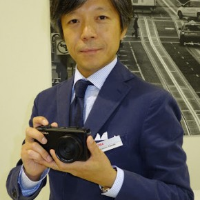 Kayuto Zamaki holds up the Sigma DP2 for the camera.