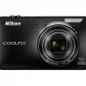 The Nikon COOLPIX S800c