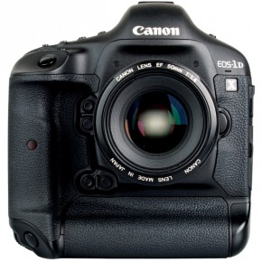 The Canon EOS-1D X is made up of tough magnesium alloy and is weathersealed against the elements. Though heavy, the camera is better contoured than its predecessors, and is comfortable to hold over long periods of time.