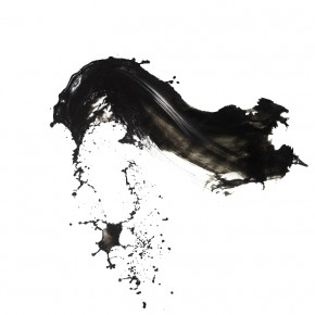 In a way, Shinichi gives a shapeless medium like water, a form and an identity. Photograph/Shinichi Maruyama