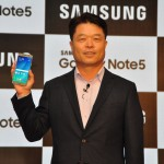 Mr. HC Hong, President & CEO, Samsung India Electronics, unveiling the new Samsung Galaxy Note5