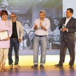 Harsheen Jammu, Runner-up, Family & Friends category, receives her award from Atul Loke, photojournalist; Fawzan Husain, photographer and educator; & Appadurai A, Country Business Manager, Hewlett Packard-Indigo Digital Press.